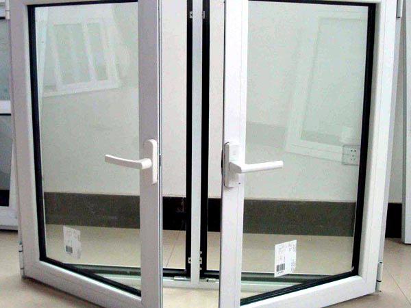Fornitura-finestre-a-battente-economici-Parma