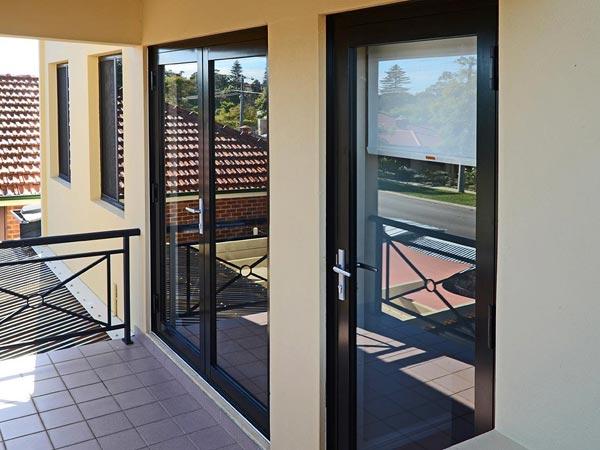 Finestre in alluminio parma marina di massa taglio termico prezzi risparmio energetico - Prezzi finestre in alluminio ...