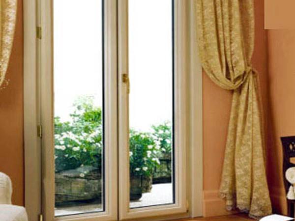 Porte finestre in pvc parma la spezia prezzi offerte for Finestre in legno prezzi offerte