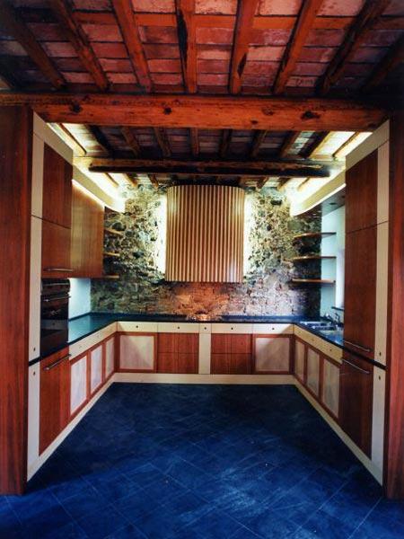 Cucine in legno su misura parma la spezia realizzazione for Produzione cucine