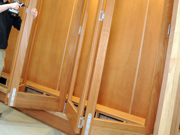 Manutenzione-infissi-in-legno-marina-di-massa